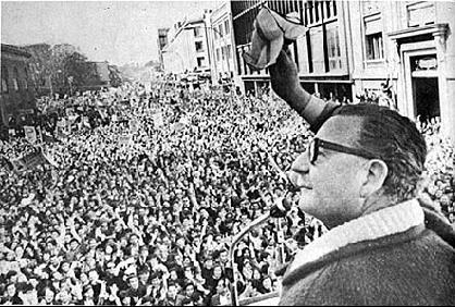 Allende addresses a crowd